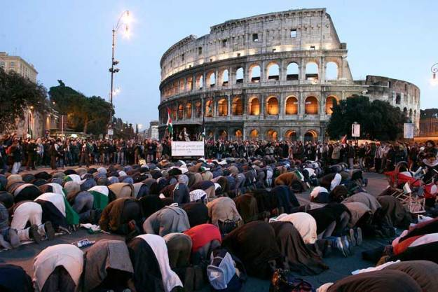 Muslims praying Rome